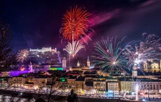 Blick vom Kapuzinerberg auf Feuerwerk von der Festung. (c) TSG Tourismus Salzburg