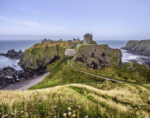 Schottland_Dunnator Castle (c)Fotolia_Nick Fox