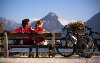 Paar macht Pause (c)Oberösterrecih Tourismus_ Erber