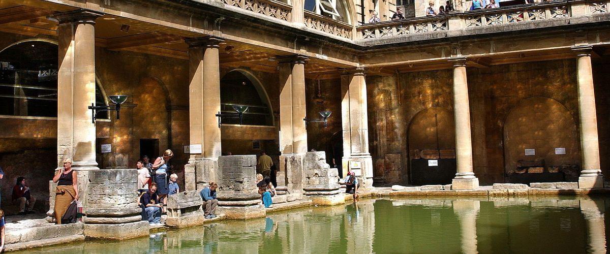 Roman Baths with Bath Abbey in the background, against blue sky (c) Visit-Britain Bath Tourism Plus