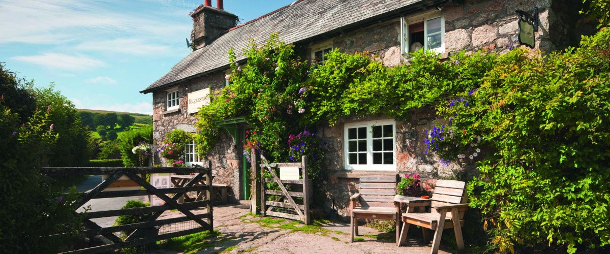 Riggleston Inn, Widecombe-in-the-Moor, Dartmoor, England (c) Visit Britain David Clapp