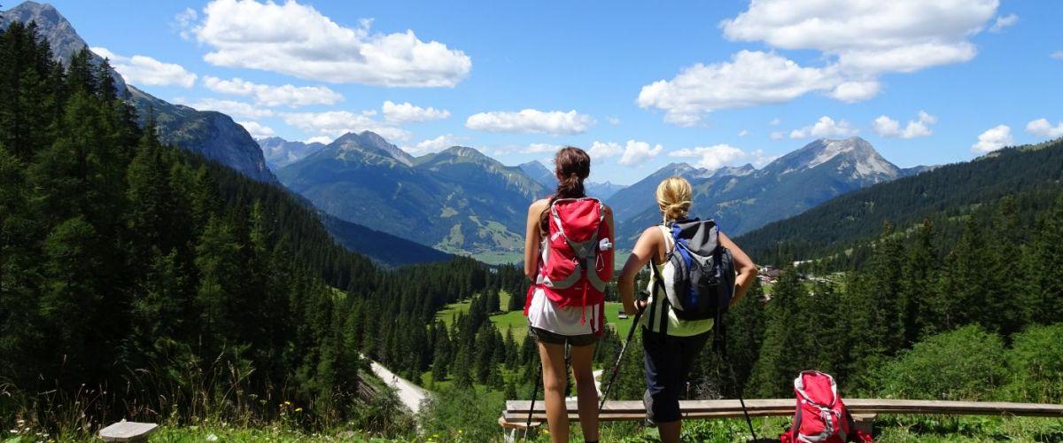 Zugspitze_Ehrwald_Wanderer_Panoramablick