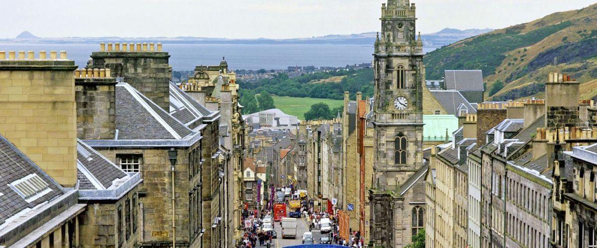 Edinburgh Royal Mile (c) VisitScotland
