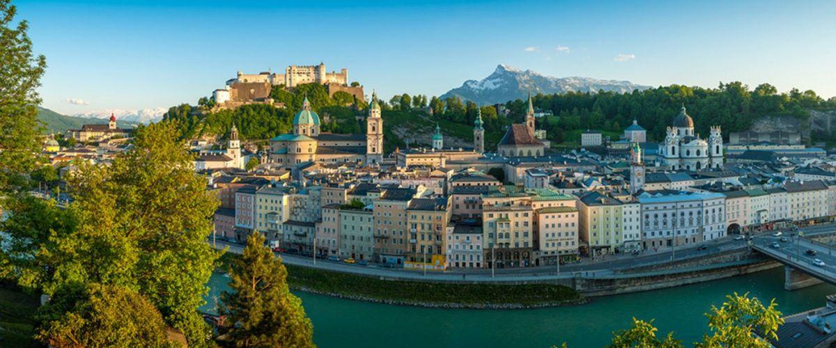 Sehenswürdigkeiten Salzburg, Blick vom Kapuzinerberg auf die Salzburger Altstadt und auf die Festung Hohensalzburg (c)Tourismus Salzburg