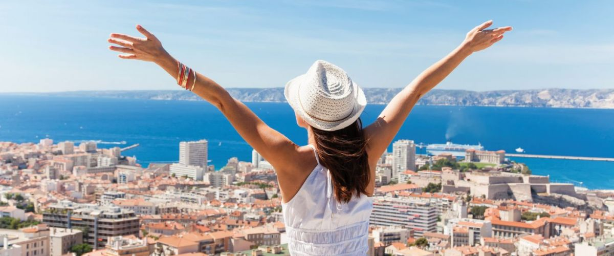 Salut Marseille! Girl welcomes the French city of Marseille.