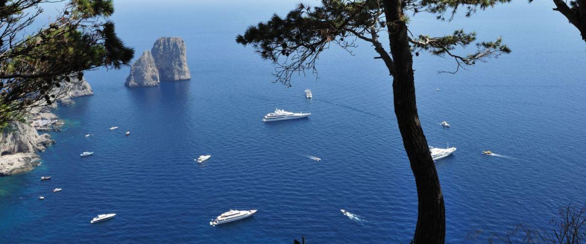 Napoli - Faraglioni a Capri