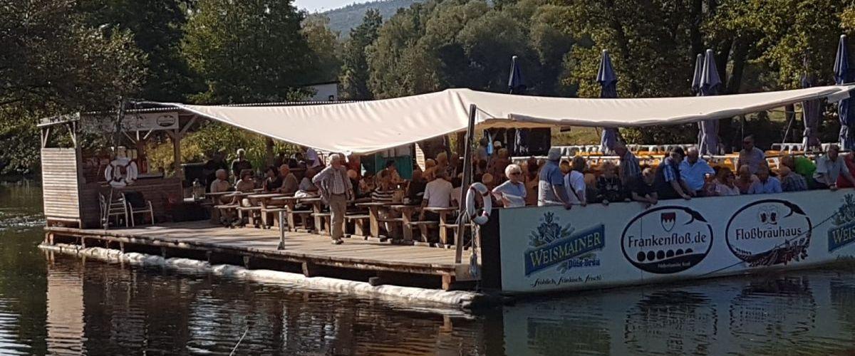 Floßansicht vom Ufer 2 (c) Wink Reisen GmbH
