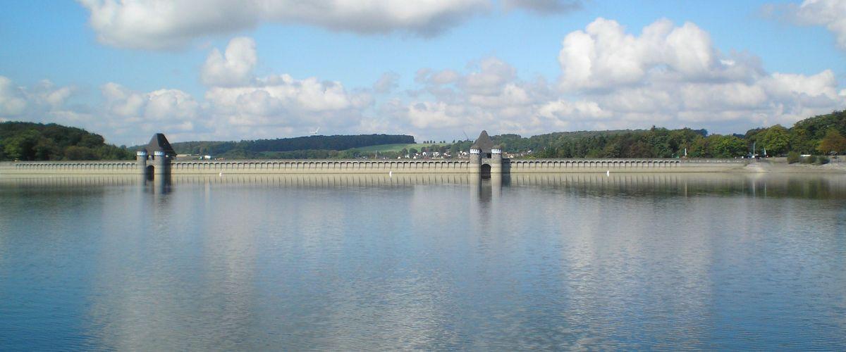 Möhnesee - Staumauer vom See