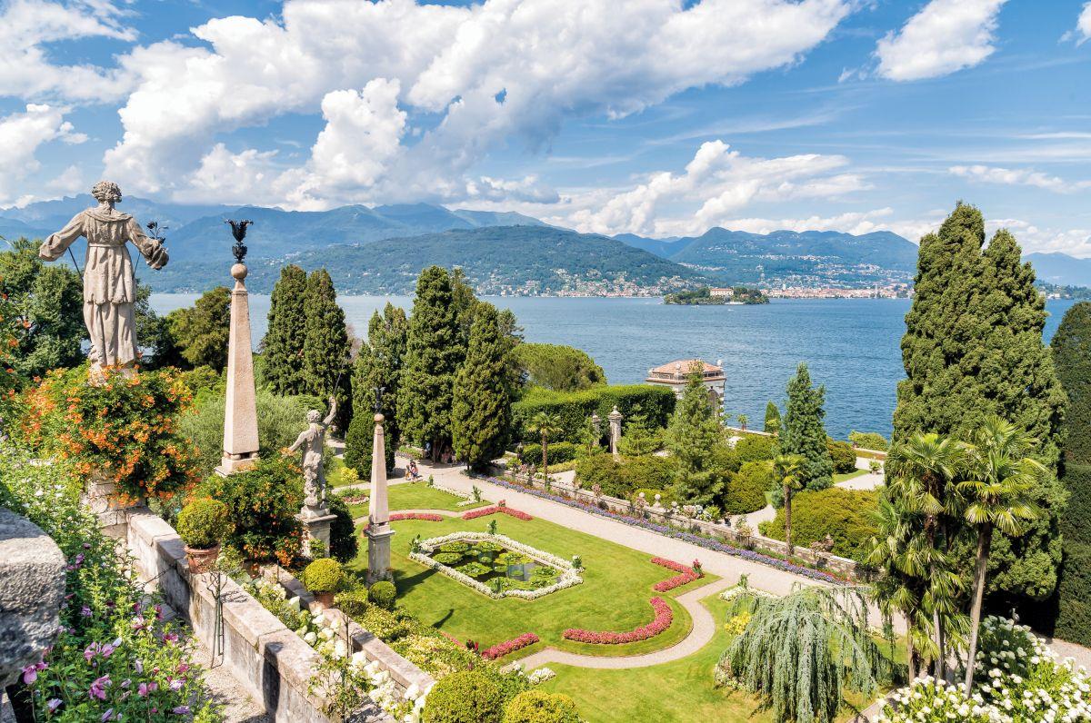 Baroque garden of island Bella - isola Bella ©EleSi-fotolia.com