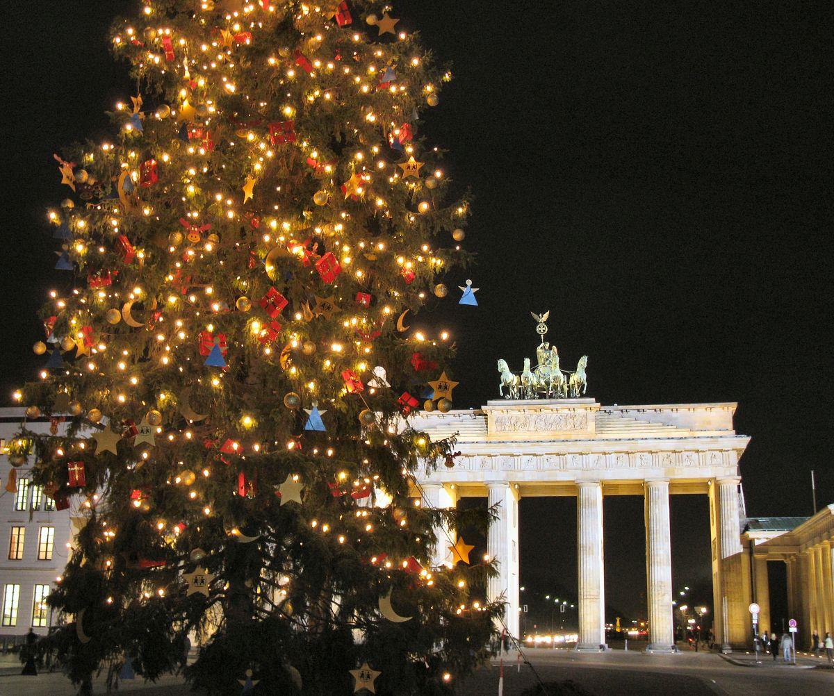 Berlin Brandenburger Tor Weihnachtsbaum (c) Pixabay