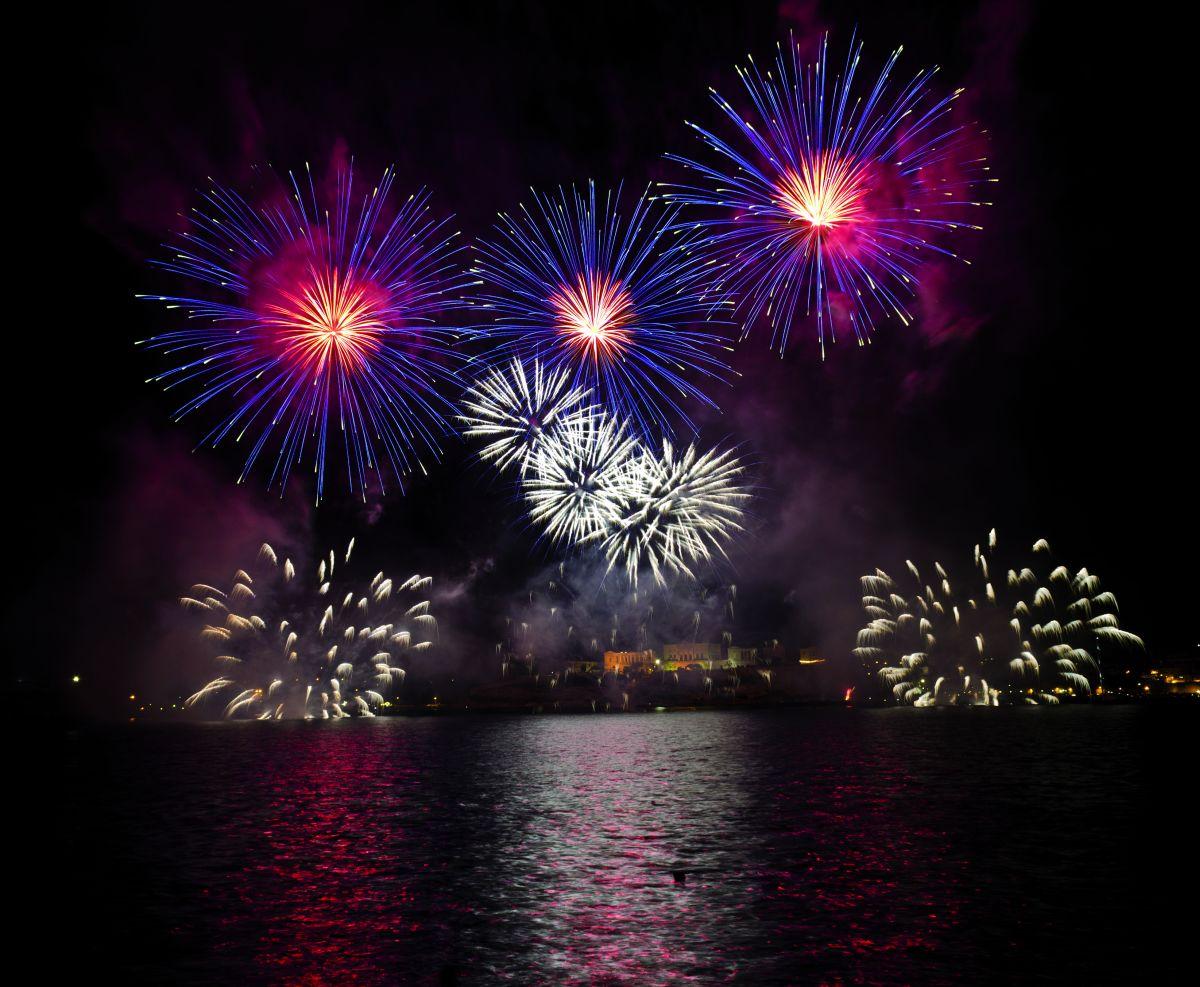 F_42241837_XL_esinel_888_Malta-Feuerwerk © fotolia.comesinel_888