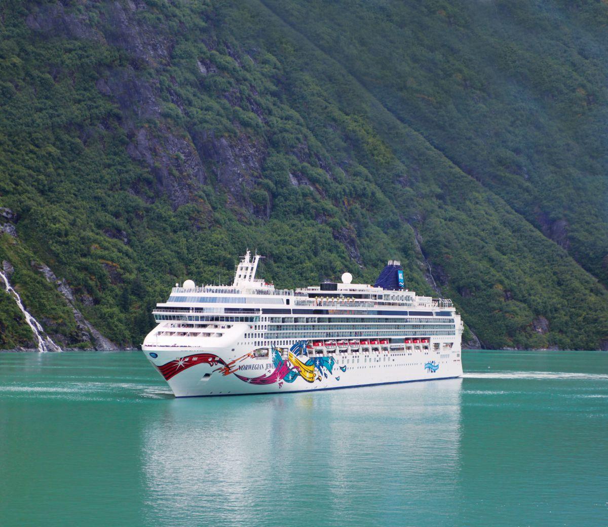 Norwegian Jewel_Alaska__Tracy_Arm (c) Norwegian Cruise Line
