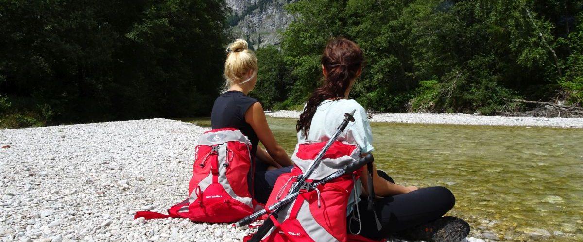 eurohike-garmisch-meran-zugspitze-berge-fluss-wanderer-2 © eurohike
