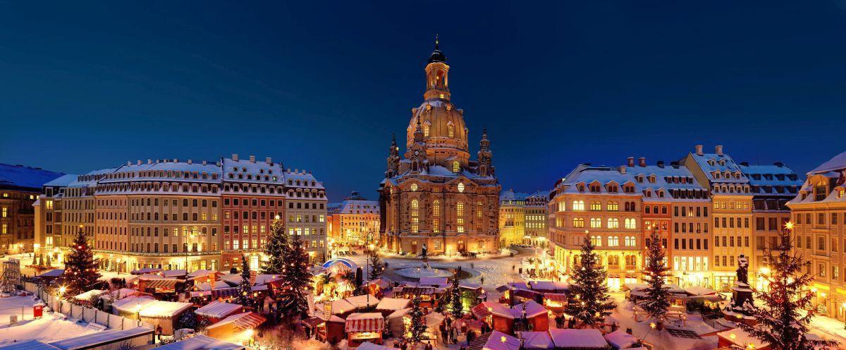 Dresden-Striezelmarkt-(c)-Joerg-Schoener