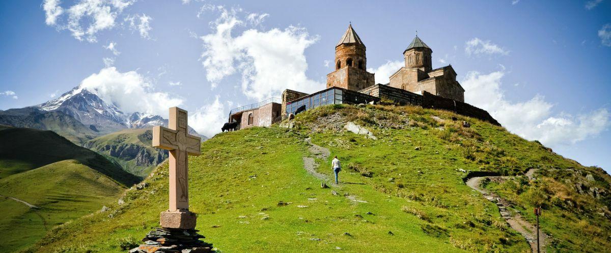 Gergeti, Kirche © Fotolia_alvaso_Marco Polo Reisen