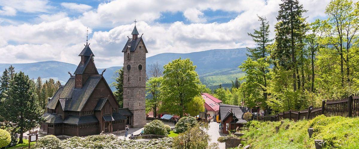 Karpacz, Wang Kirche © Fotolia_mkos83_Marco Polo Reisen