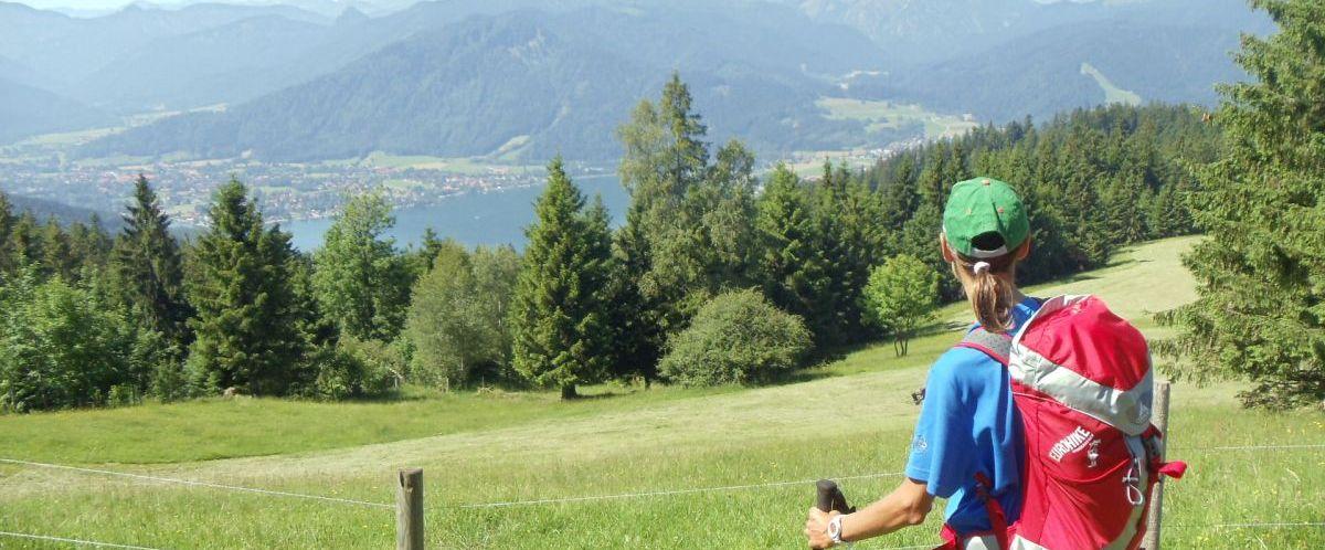 Bayerische Alpen_Seeblick_Wanderer(c)eurohike