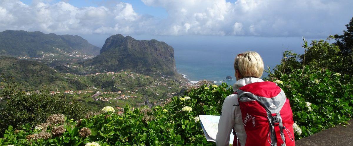Madeira-Porto-Cruz-Ausblick-Wanderer-1(c)eurohike