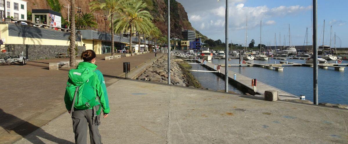 Madeira-Westkueste-Calheta-Wanderer(c)eurohike
