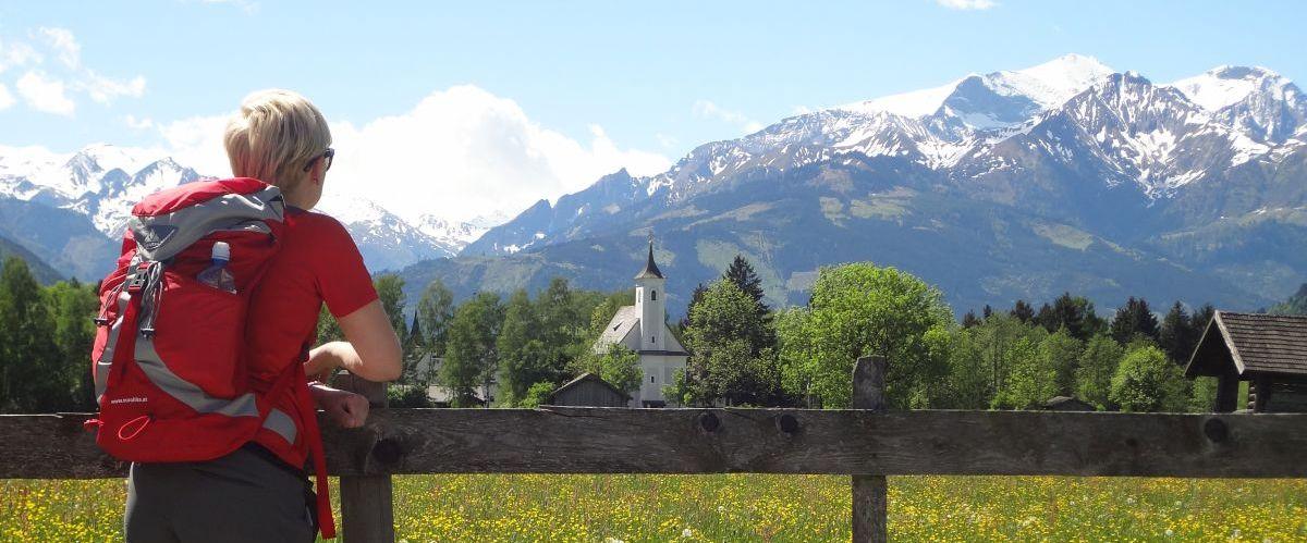 Schloss_Kammer_Kitzsteinhornblick_Wanderer (c) eurohike