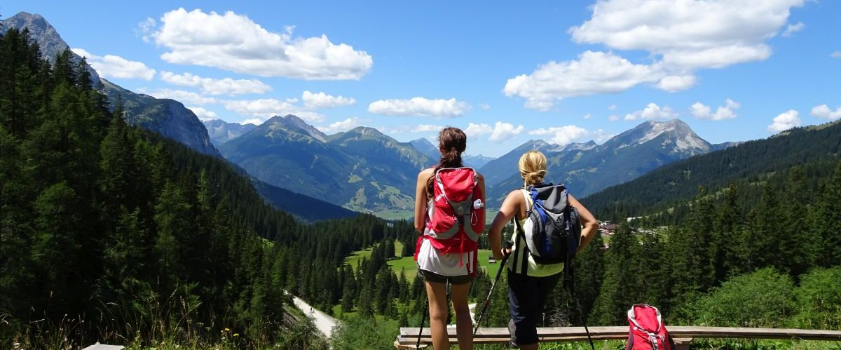 Zugspitze_Ehrwald_Wanderer_Panoramablick (c) eurohike