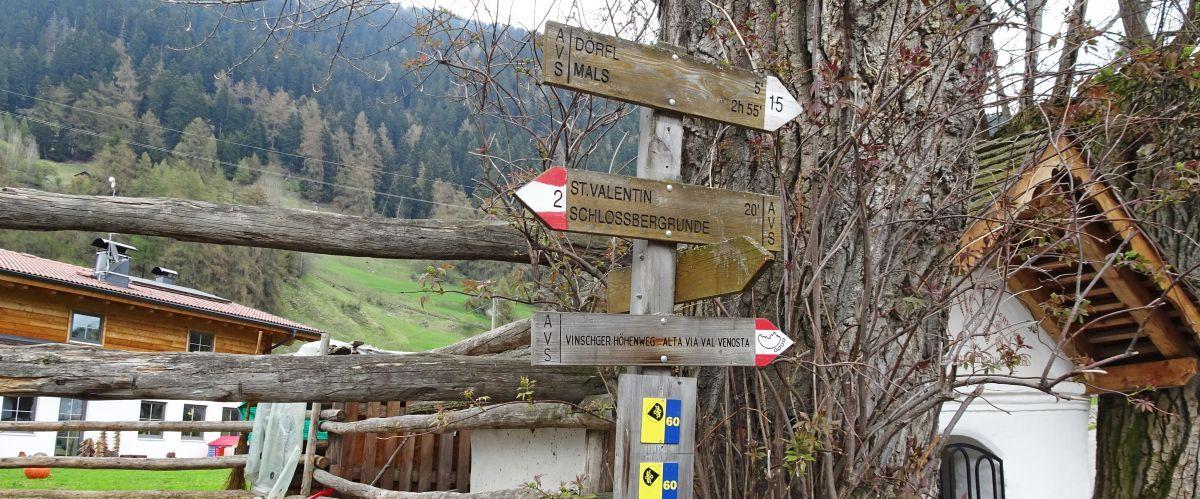 eurohike-wanderreisen-suedtirol-via-claudia-wegweiser(c)eurohike