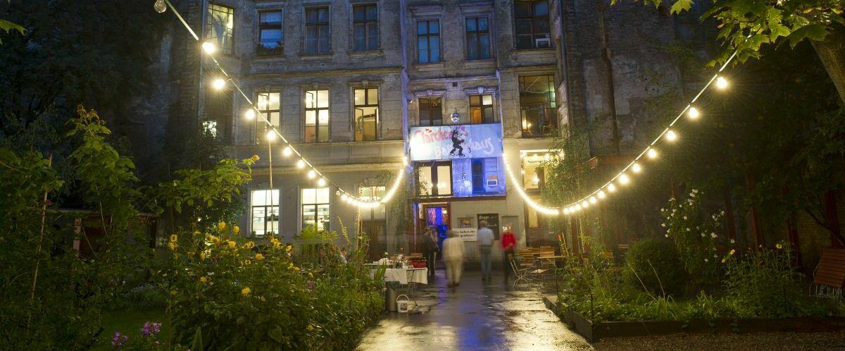 Berlin Clärchens Ballsaal außen nachts (c) visitBerlin_Philip Koschel
