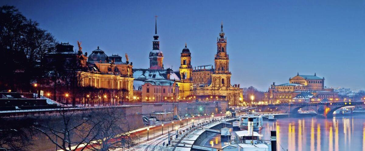 Dresden-Striezelmarkt-©-santosha5_Fotolia.com
